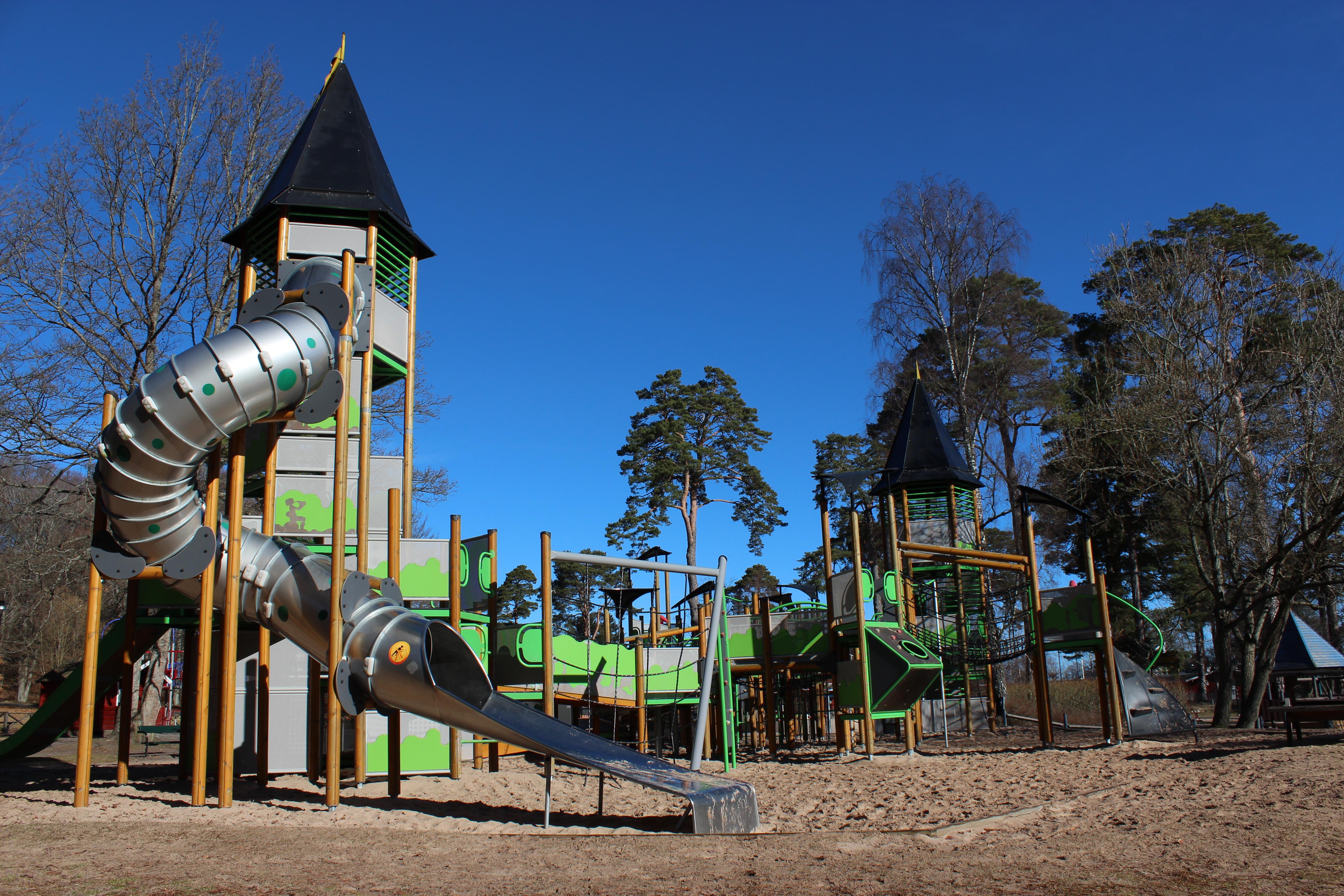 I Stadsparken hittar du en stor lekplats